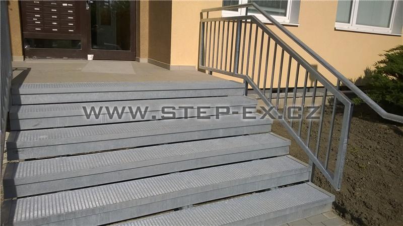 Ocelové schodiště - Vstup panelového domu - Janovská
