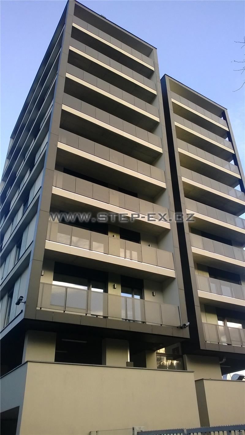 Zábradlí balkonů - děrovaný plech - BD Jarov